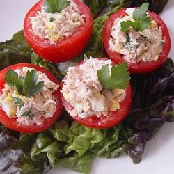 Gevulde tomaat met tonijnsalade