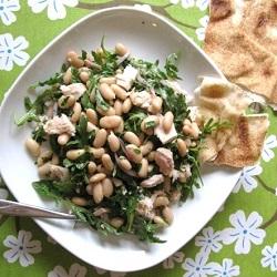 Tonijnsalade met witte bonen en rucola