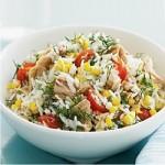 Tonijnsalade met rijst en maïs