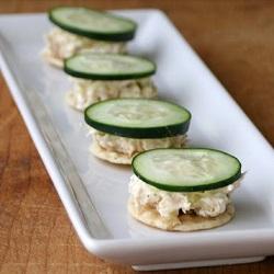 Snacktip: tonijnsalade op rijstcracker