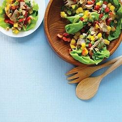 Tonijnsalade met mango en pinda's